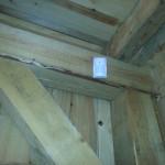Czujka alarmowa w drewnianej wiacie